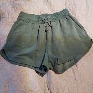 💋 Basic Heather Green Shorts size Small